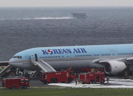 大韓航空「迅速かつ正確に乗客を緊急脱出させた」