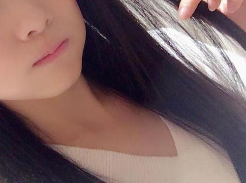 重盛さと美(27) 「高校生ぶり」黒髪イメチェン