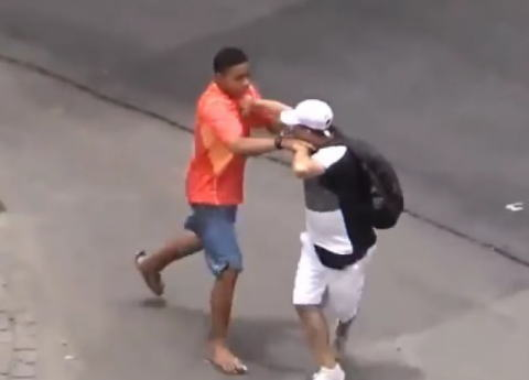 強盗に襲われたロシアの副領事が犯人射殺 選手村近く