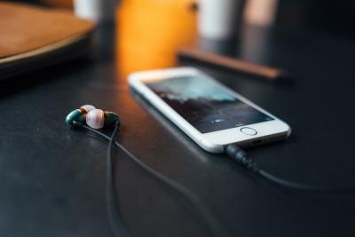 スマホで音楽聞くならイヤホンはどのくらいの価格までが効果あるの?