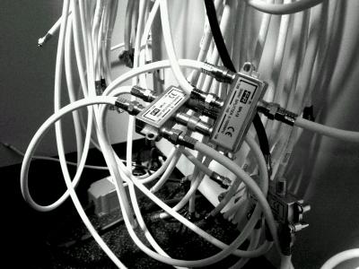 パソコンAV機器 周りのケーブルぐっちゃぐちゃのやつwwwwwwwww
