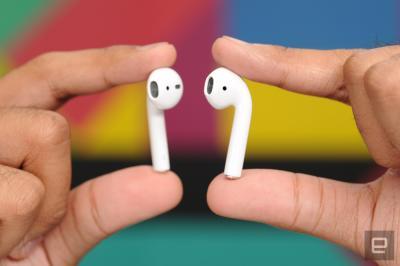 アップル、発売延期の無線イヤホンを発売開始 ケーブルの煩わしさから開放