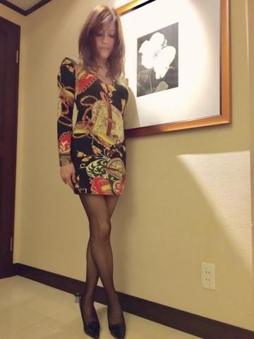 きれいな脚御姉さんが健康に良さそうな赤い下着を見せてくるんだが。。。。。。