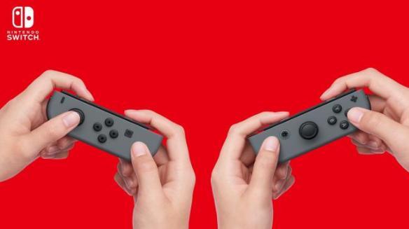 【画像】任天堂、スイッチのコントローラ小ささを画像加工で誤魔化すwwwwwwwwww