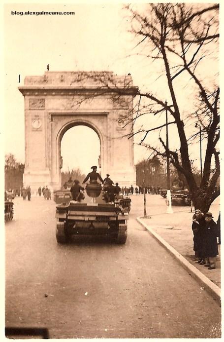 Blindate germane langa Arcul de Triumf la 1 decembre 1940