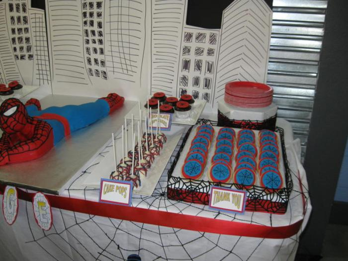 Cake Pops Cookies1 700x525 Spiderman Guest Dessert Feature