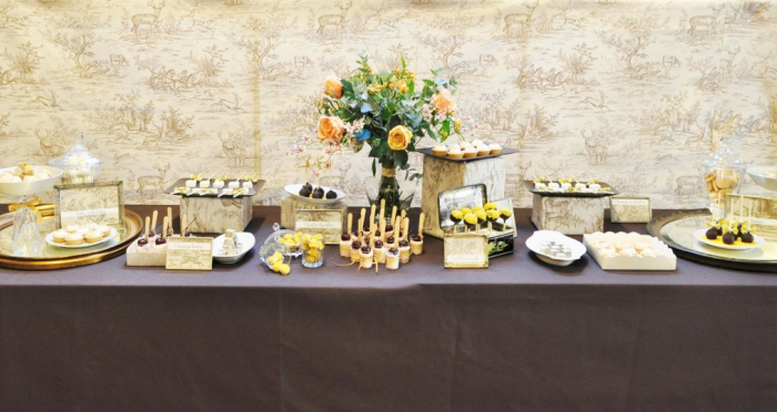Dessert table LXRY Chique paris Toile Guest Dessert Feature