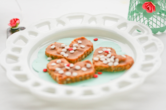 Heart Shaped Pralines Mint & Coral Love Guest Dessert Feature