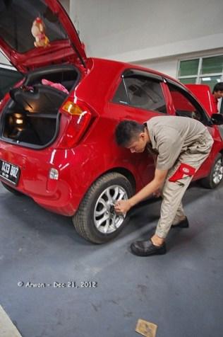 121221 - anp merah pedas servis 10000 km di kmi bintaro - 21 desember 2012 - IMGP5458 (Custom)