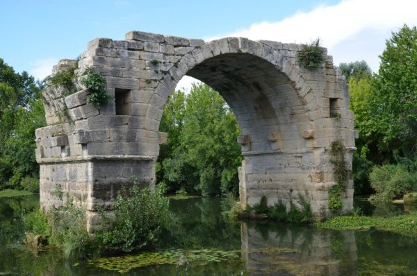 The remaining arch of Pont Ambroix, a 1st century BC Roman bridge © Carole Raddato