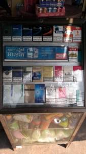 カンボジア 道端で売ってるたばこ