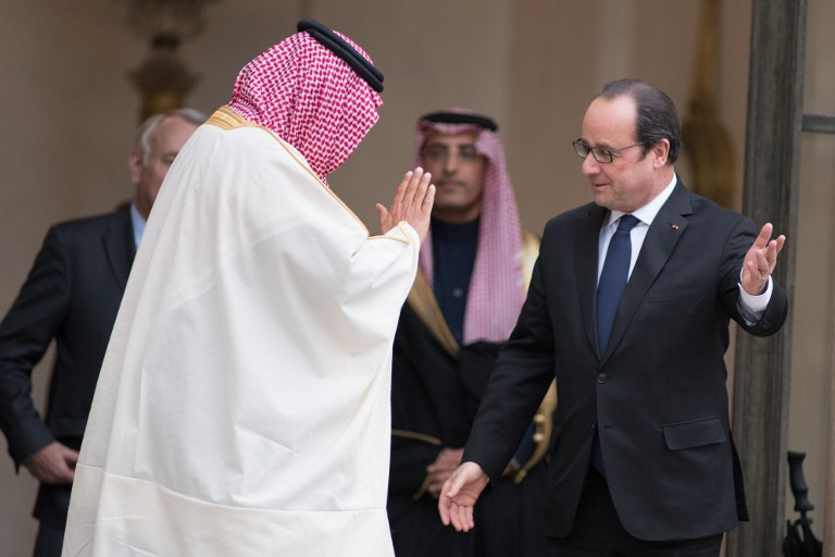 FRANCE, Paris: French President Francois Hollande (R) escorts Saudi Crown Prince Mohammed bin Nayef following their talks on March 4, 2016, at the Elysee presidential palace, in Paris.  - CITIZENSIDE/Yann KORBI