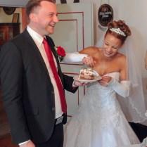 Das gemeinsame Probieren ist ebenfalls ein alter Brauch - der Hochzeitsfotograf Wiesenthau - Forchheim bei Erlangen