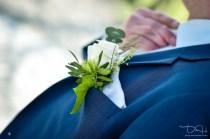 Detailbilder vom Braeutigam macht der Hochzeitsfotograf.