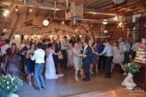 Euer Hochzeitsfotograf faengt die gute Stimmung mit der Kamera ein. Der Hochzeitfotograf im Gasthaus Englert.