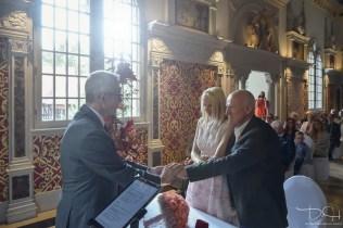 Trauung im Hirsvogelsaal! Der Hochzeitsfotograf fotografiert die Trauung!