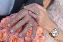 Zum Bund fuers Leben gehoert der Ring! Der Hochzeitsfotograf macht Bilder von den Eheringen! Hirsvogelsaal in Nuernberg!