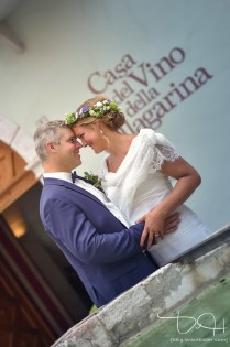 Liebevolle Blicke fotografiert der Hochzeitsfotograf. Hochzeitsbilder am Gardasee mit dem Hochzeitsfotografen.