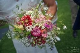 Der Brautstrauss fotografiert vom Hochzeitsfotografen.
