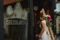 Ankunft des Brautpaares im Laeidlhuf. Der Hochzeitsfotograf haelt jeden Moment fest.