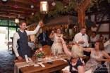 Ein Prost auf das Brautpaar und Euer Hochzeitsfotograf macht die Bilder im Laeidlhuf