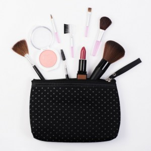 Top 5 Beauty Products to Always Keep In Your Purse