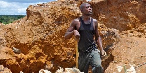 Creuseur digging for copper