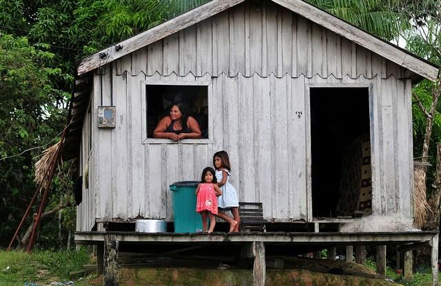 Dalam dekade terakhir, Brasil telah muncul sebagai pemimpin dunia dalam peningkatan keamanan penguasaan dan kejelasan - dan mengalami manfaat lingkungan yang terkait, menurut penelitian Center for International Forestry Research. CIAT / Neil Palmer