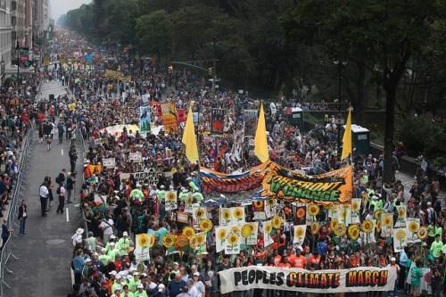 Una multitud estimada en 400.000 personas marcharon en Nueva York para apoyar las acciones contra el cambio climático, unos días antes de la Cumbre sobre el Clima de la ONU. El programa de la Cumbre está dedicado a ocho áreas de acción, incluyendo bosques, agricultura y más. Fotografía cortesía de John Minchillo.