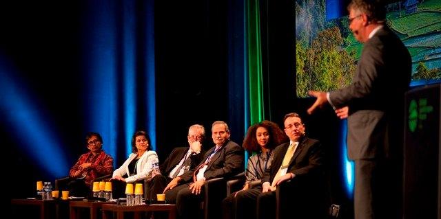 Plenaria de clausura del Global Landscapes Forum, París 6 de diciembre 2015. Foto: Pilar Valbuena/CIFOR.