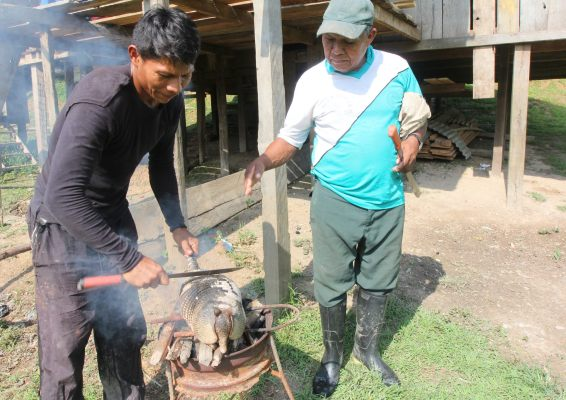 Hunters in the Ticoya Indigenous Reserve can share bushmeat with family and friends—but trade is illegal. Barbara Fraser / CIFOR.