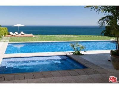 精品房产 > 15栋拥有私人游泳池的豪宅  这座建于悬崖边上的海边别墅