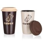 Keramický HRNEK MOVE doplňuje silikonové víčko. Vaši kávu zachová dlouho teplou.