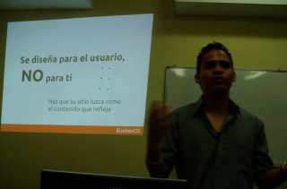 Jacobo dando conferencia de humanOS (Foto 1)