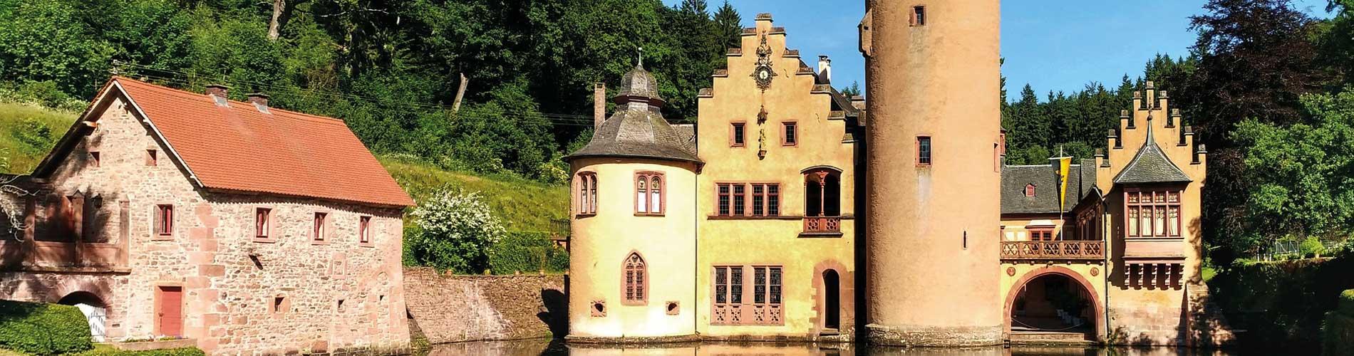 Blog_TopCastlesGermany_Mespelbrunn-Castle_1900x500