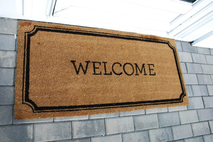 scalloped frame welcome mat