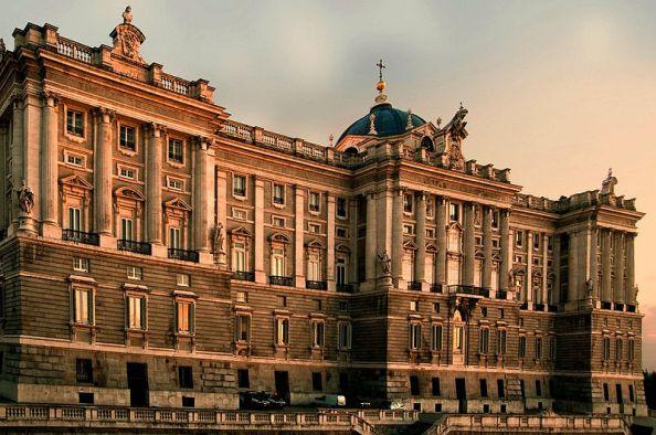 800px-Palacio_Real_de_Madrid