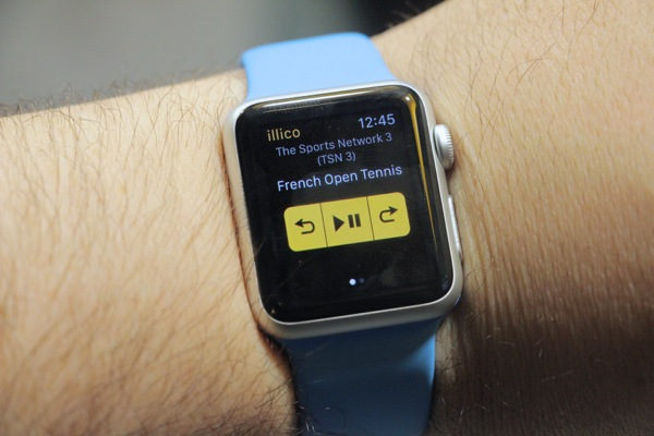 Illico Apple Watch app with play/pause and skip functions.