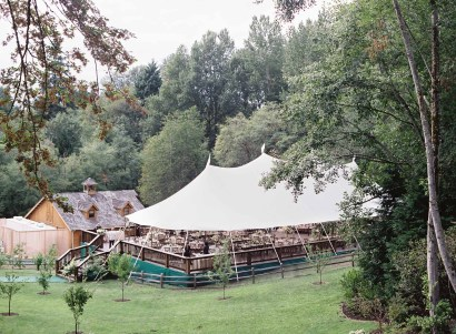 35Flora-Nova-Design-gorgeous-NW-tent-wedding