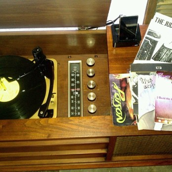 A-restored-Curtis-Mathes-stereo-in-historic-Glenbrook-vintagestereo-vinyl-curtismathes