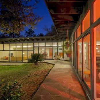 Good-Brick-Award-winner-for-preservation-in-Historic-Glenbrook-Valley-mcm-midcentury-madmen-housepor