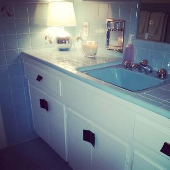 jetsonia-midcentury-midcenturybath-bluebath-savetheblubathrooms