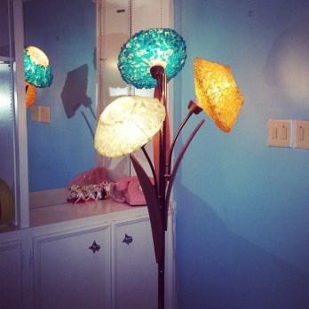 midcenturylamp-retrolamp-lampporn-retrolamp-retrolife-retroliving-50slamp-jetsonia-luciteshade-spagh