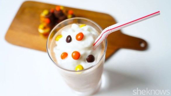 candy-cane-milk-shake-8_q8mo05