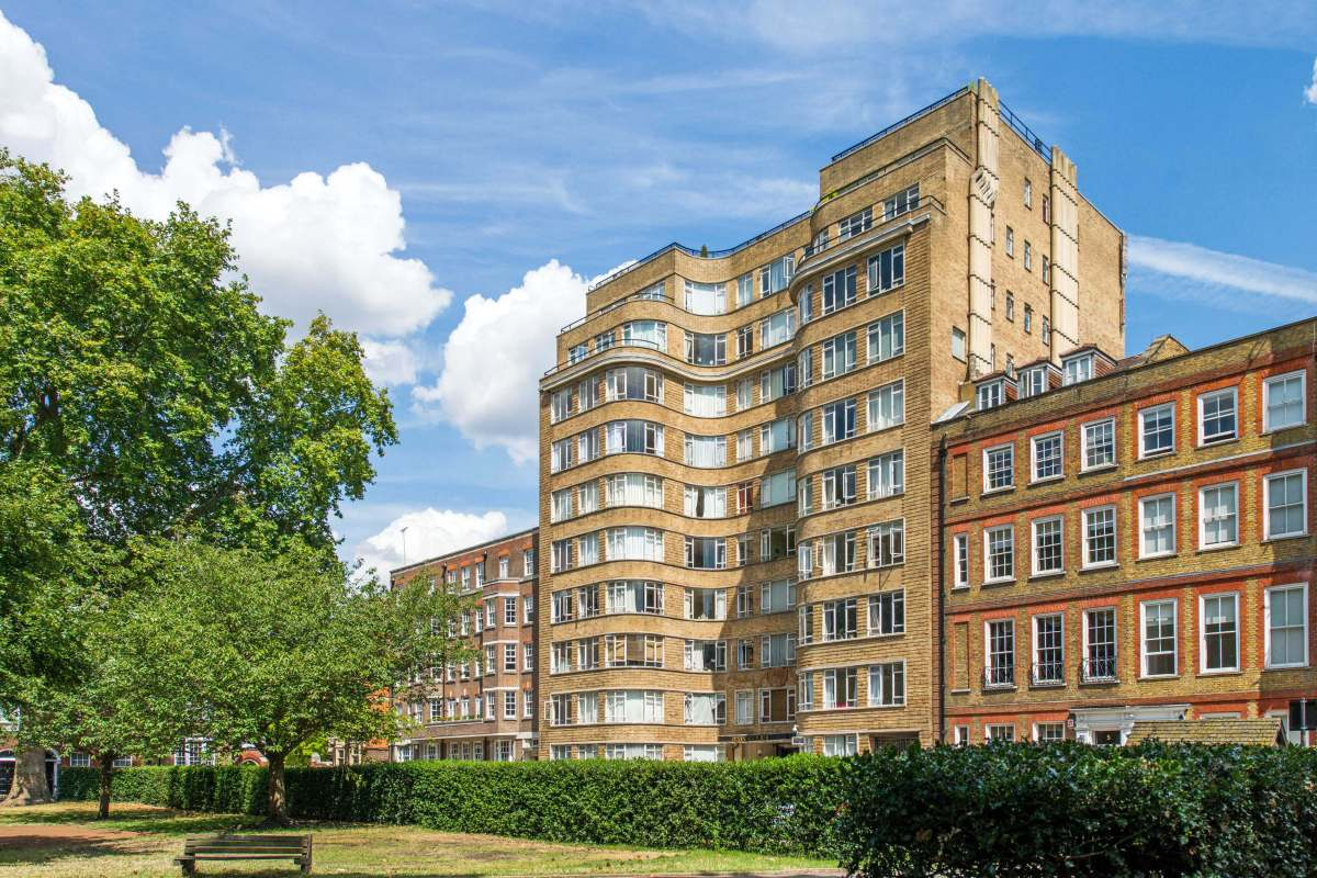 2 Bedroom Apartment in Florin Court, Charterhouse Square, Smithfield, EC1