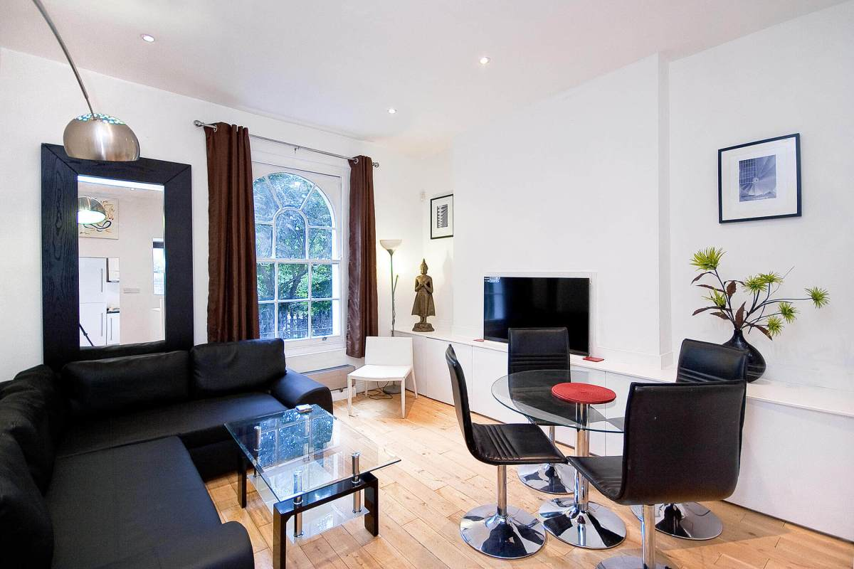 Duplex Converted 2 Bedroom Apartment in Wilmington Square, WC1