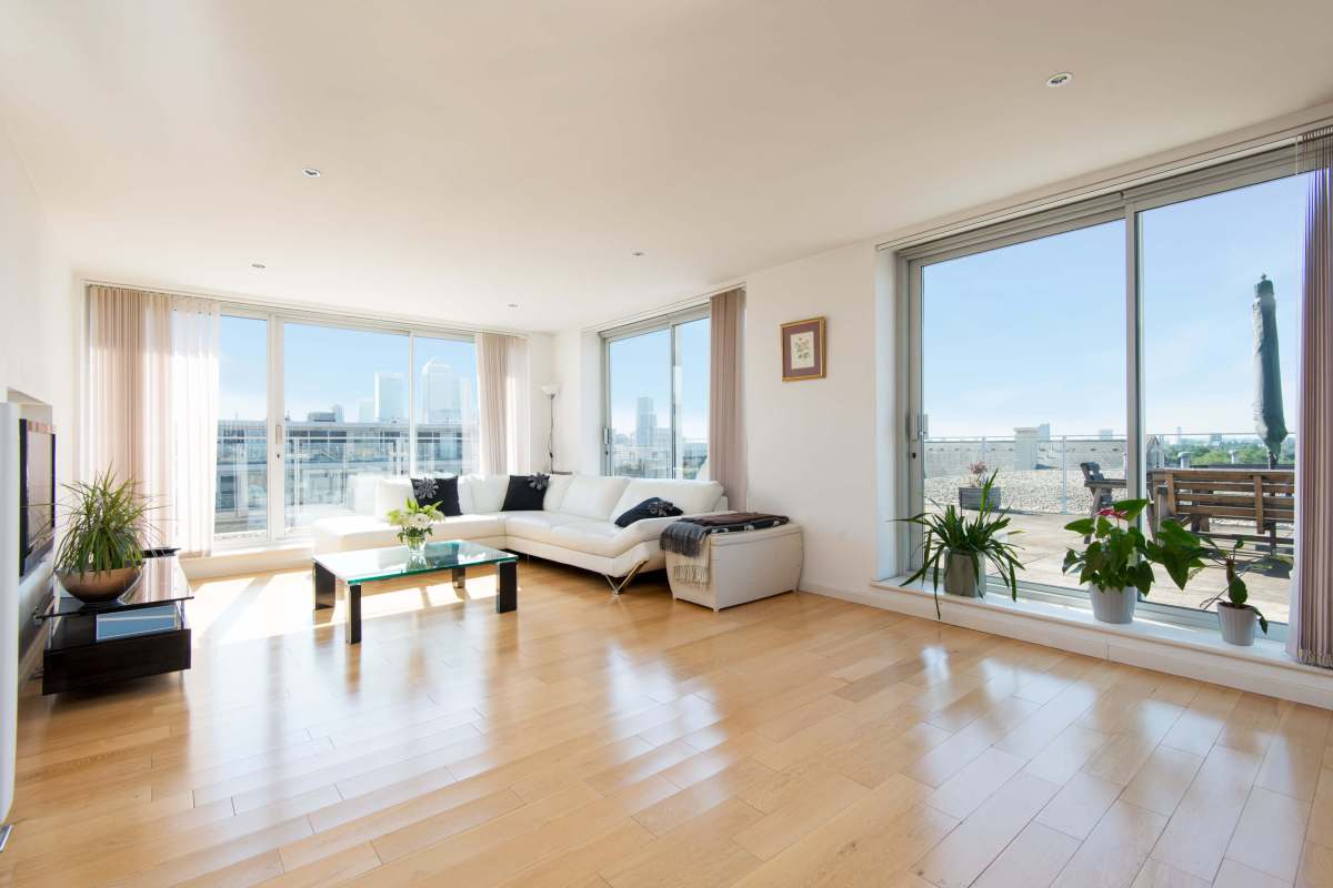 Panoramic Views in This 3 Bedroom Penthouse in The Ionian Building, Narrow Street, E14