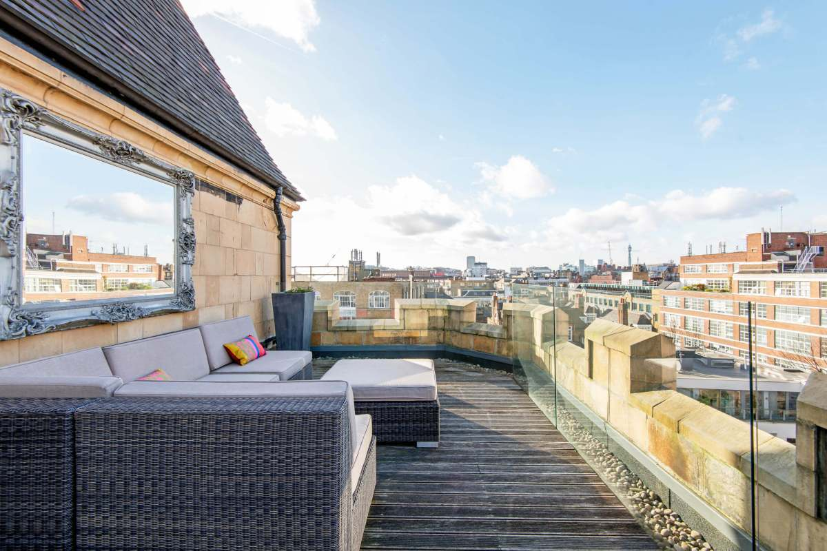 Unique 3 Bedroom Penthouse Apartment in Kingsway Place, Sans Walk, Clerkenwell, EC1