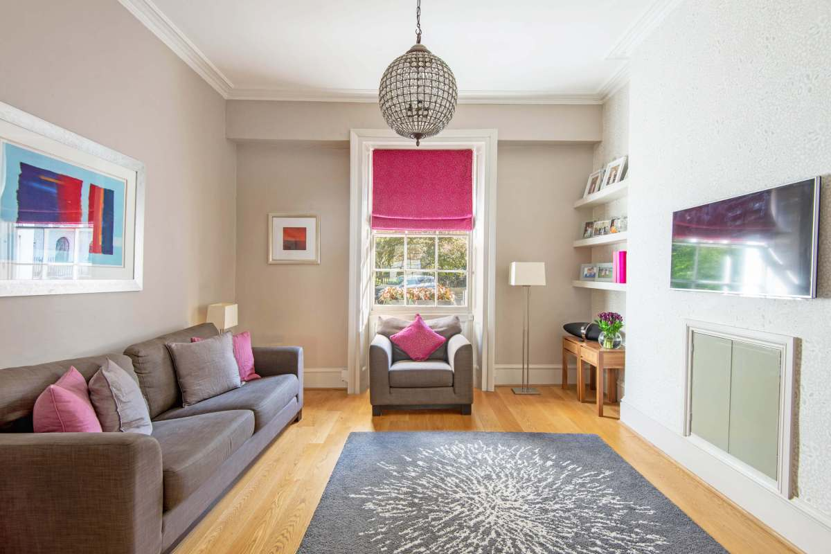 Split level two bedroom apartment in charming Georgian Garden Square, WC1