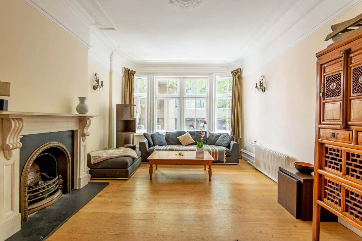 Three Bedroom Apartment in Bloomsbury's most sought after Mansion block, WC1